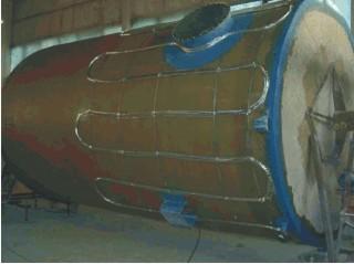 Grijaći kabeli pričvršćeni na spremnik